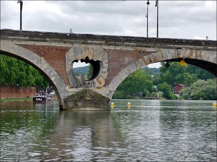 The Pont Neuf over the Garonne