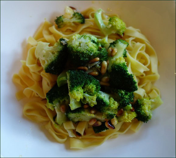 Picture of tagliatelle with broccoli and toasted pine nuts
